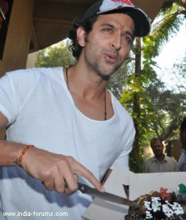 hrithik roshan celebrated his 38th birthday
