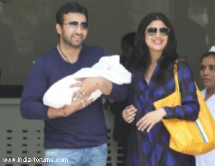 Actress shilpa shetty has named her son viann raj kundra
