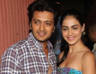 ritesh deshmukh and Genelia D'Souza are busy promoting their latest film tere naal love ho gaya