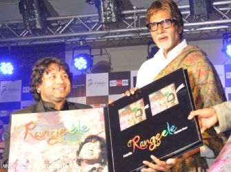 kailash kher poses with amitabh bachchan during the release of his new album 'kailasha Rangeele'