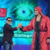 Salman and WWE Superstar The Great Khali doing arm wrestling
