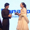 Shah Rukh Khan honoured Sonakshi Sinha at FICCI Frames Excellence Honours 2011