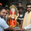 Shilpa Shetty's husband Raj Kundra taking home Ganesh idol from Lalbaug, Mumbai