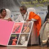 Madhuri Dixit, Lata Mangeshkar and Bal Thackeray at Dinanath Mangeshkar Awards