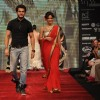 Jay Soni and Ishita Sharma on ramp at the Beti show by Vikram Phadnis at IIJW 2012