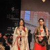 Tasneem Sheikh and Muskaan Mihani on ramp at the Beti show by Vikram Phadnis at IIJW 2012