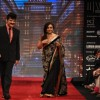 Rajesh Khattar and Vandana Sajnani on ramp at the Beti show by Vikram Phadnis at IIJW 2012