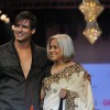 Vivek Oberoi and mother Yashodhara Oberoi on ramp at the Beti show by Vikram Phadnis at IIJW 2012