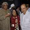 Javed Akhtar, Ila Arun and Anupam Kher at attended the prayer meet for Shri.AK Hangal