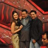 Kareena Kapoor, Mithun Chakraborty and Madhur Bhandarkar promoting Film Heroine on The Sets of Dance