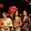 Shahrukh, Kirron, Katrina & Anushka on the sets of India's Got Talent to promote Jab Tak Hai Jaan