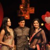 Shahrukh, Katrina & Anushka pose on the sets of India's Got Talent to promote Jab Tak Hai Jaan