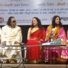 Kavita Krishnamoorthy honoured by Hema Malini with the Udiyaman Sansthan's Ravindra Jain Samman