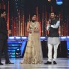 Sonam & Dhanush promote 'Raanjhanaa' on the sets of Jhalak Dikhla Jaa Season 6