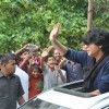 Shahrukh Khan waves out to fans while he promotes Chennai Express