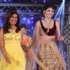 Shilpa Shetty walks the ramp at the India Bullion And Jewellery Awards 2013
