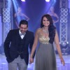 Sonakshi Sinha walks the ramp at the India Bullion And Jewellery Awards 2013