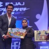 Hrithik Roshan gifts a painting to the achiever at Dr. Batra's Positive Health Awards 2013