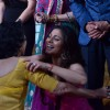 Tanisha greets her mother at Bigg Boss Saat 7 Grand Finale