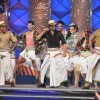 Shahrukh Khan does the Lungi dance at Umang 2014