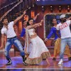 Mouni Roy performs with Terence Lewis and Remo Dsouza on the Holi Special episode