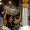 Vidya Balan carrying her offerings at Mahim Darga