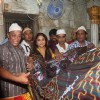 Vidya Balan captured giving her offerings at Mahim Darga