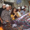 Vidya Balan offering her prayers at Mahim Darga