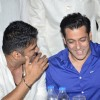 Suniel Shetty shares a joke with Salman Khan at Baba Siddiqie's Iftar Party