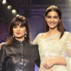 Sonam Kapoor with Neeta Lulla at the India International Jewellery Week (IIJW) 2014 - Grand Finale