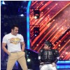 Salman Khan performs at the stage of Jhalak Dikhhla Jaa