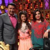 Aashka Goradia with Anu Malik and Farah Khan  on Entertainment Ke Liye Kuch Bhi Karega