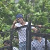 Shah Rukh Khan Waves Out to his Fans on Eid