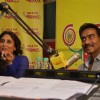 Kareena was seen talking with the Rj at the Promotions of Singham Returns on Radio Mirchi 98.3 FM