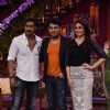 Kapil poses with Ajay Devgn and Kareena Kapoor on Comedy Nights With Kapil