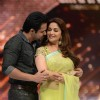 Emraan Hashmi performs with Madhuri Dixit at the Promotion of Raja Natwarlal on Jhalak Dikhla Jaa