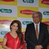 Madhuri Dixit poses with the organiser at Mahakosh Edible Oils Event