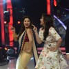 Parineeti shakes a leg with Madhuri on Jhalak Dikhhlaa Jaa