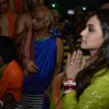 Rani Mukherjee seeks the blessings of Chinchpokli Ka Raja