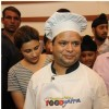 Parineeti gives Daawat-e-Ishq Food Yatra apron to the chef