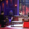 Rekha plays a harmonium on Comedy Nights with Kapil
