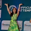 Shraddha Kapoor waves to her fans at Himalaya Guinness Record Event