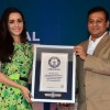 Shraddha Kapoor felicitates an official from Himalaya at Guinness Record Event