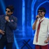 Mohit performs with Shaan at the Grand Finale of India's Raw Star