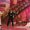 Raj aka Shah Rukh Khan train Kapil to impress Simran aka Kajol on Comedy Nights with Kapil