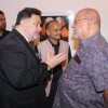 Shyam Benegal in a chat with Rishi Kapoor at Deepak Shinde's Colourful Crossings Preview