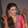 Soha Ali Khan shows off her Mehendi hands at her Ceremony