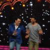 Akshay Shakes a Leg with Govinda at Promotions of Gabbar Is Back on DID Supermoms Season 2