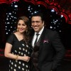 Madhuri Dixit Poses with Govinda on DID Supermoms Season 2