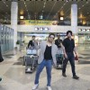 Mika Singh poses for the media at KL Airport
